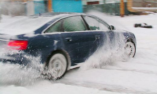 ГИБДД советует водителям зимой проявлять особую бдительность на дороге