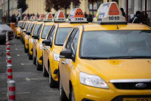 Москвичи стараются избегать поездок на такси в центре города