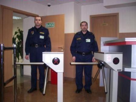 Охранники в офисе присутствуют часто