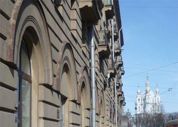В Санкт-Петербурге продают 20-комнатную квартиру