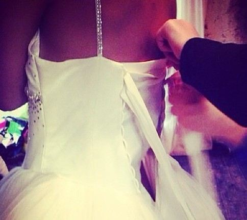 Алиана Устиненко на примерке свадебного платья