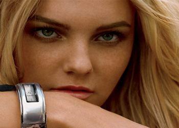 Сегодня чаще люди покупают стильные и модные модели часов известных брендов