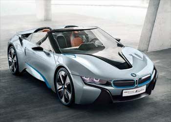 Два месяца тому назад на автомобильном салоне во Франкфурте дебютировала новая серийная версия гибрида BMW i8