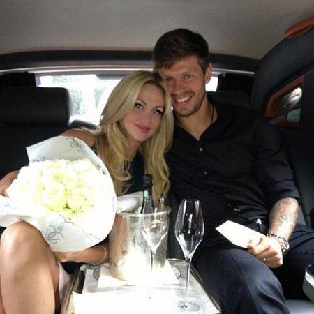Вика Лопырева и Федор Смолов никак не определятся с датой свадьбы.