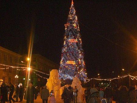 Магадан в новогодние праздники освещен огнями