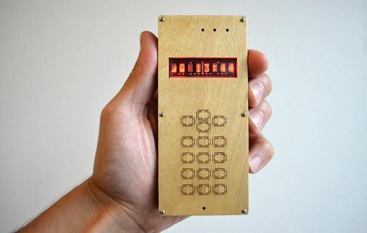 Самодельный телефон с панелями из дерева