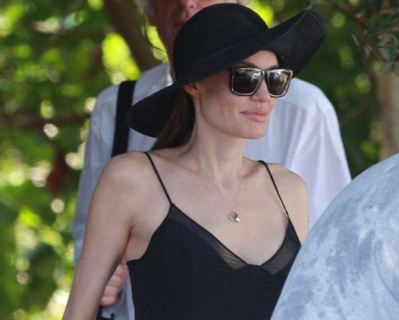 Анджелина Джоли удалила грудь: фото после операции
