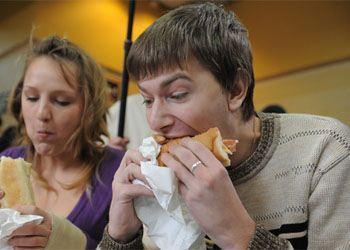 60% респондентов не соблюдают режим правильного питания
