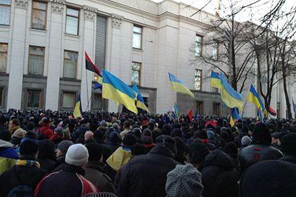 Демонстранты у здания Верховной Рады