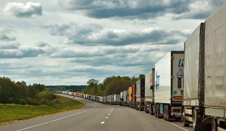 Пробки из грузовиков – обыденное явление на российской границе