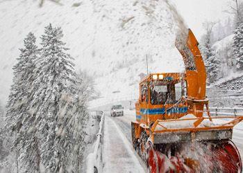 В Самаре от снега городские улицы очищают больше ста единиц специальной техники