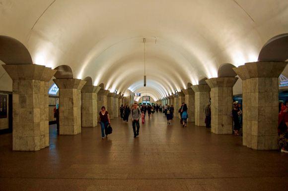 В Киеве эвакуировали станции метро «Крещатик», «Майдан Незалежности» и «Театральная»