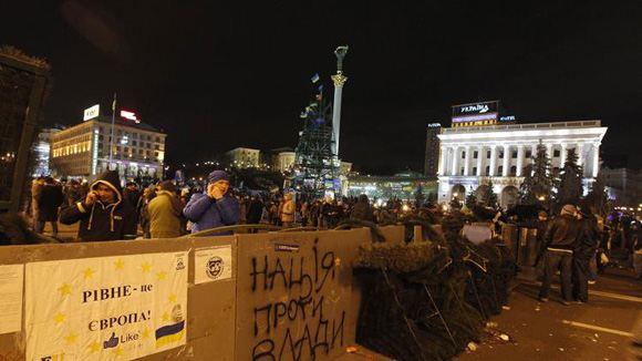 В Киеве силовики разобрали большую часть баррикад