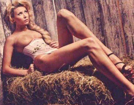 Элина Карякина снялась для журнала Maxim