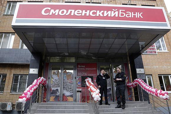 Из-за отзыва лицензии у «Смоленского банка» обслуживать клиентов перестал и банк «Аскольд»