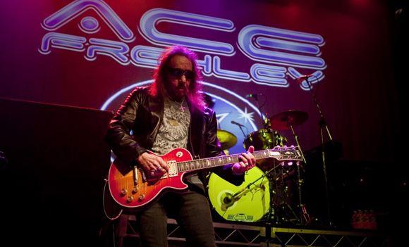 Сгорел дом экс-гитариста группы Kiss