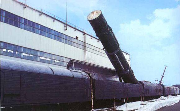 В России создадут железнодорожный ракетный комплекс.