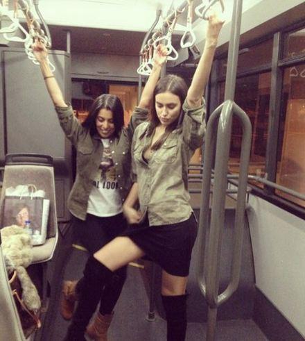 Ирина Шейк выложила шутливый снимок, сделанный в автобусе