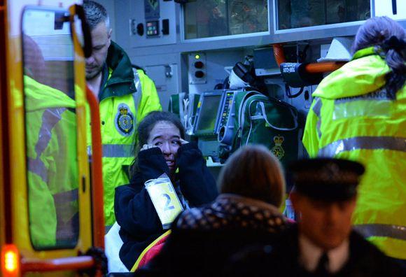 88 человек пострадали при обрушении потолка в театре Apollo