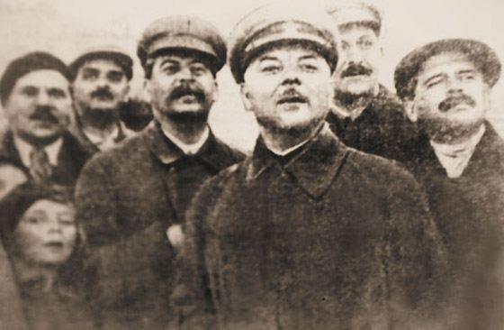 Ольга Аросева и Иосиф Сталин на авиационном параде в Тушино