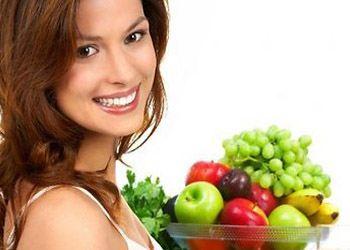 Гладкой кожа может стать у людей, которые каждый день едят красного и желтого цвета фрукты