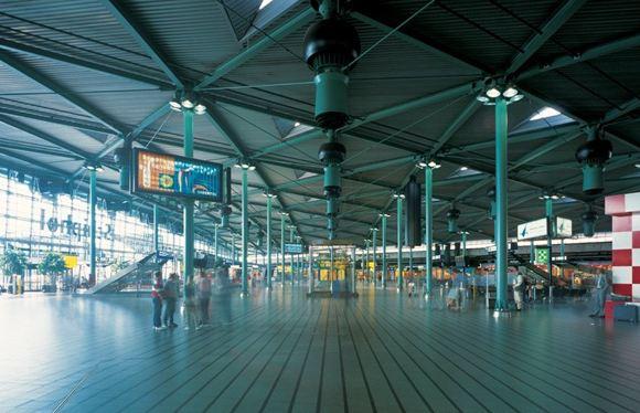 В аэропорту Амстердама задержали девочку, перевозившую кокаин