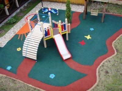 Резиновое покрытие детской площадки