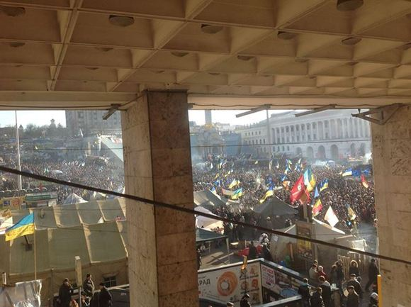 На Майдане собралось около 100 тысяч человек