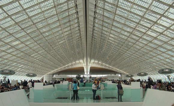 В аэропорту Шарль-де-Голль задержали китаянку, перевозившую кокаин в консервных банках