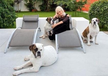 Лайма Вайкуле с собаками