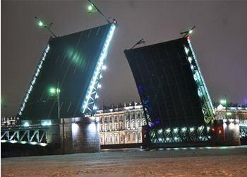 В Петербурге разводят два моста три ночи подряд