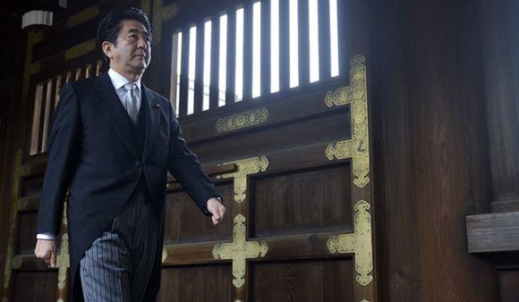Премьер-министр Японии был раскритикован США за посещение «милитаристского» храма