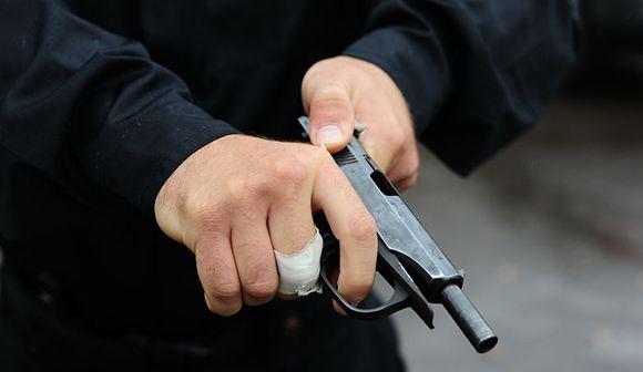 В подмосковном городе Коломна неизвестный застрелил продавщицу в магазине, а после покончил с собой
