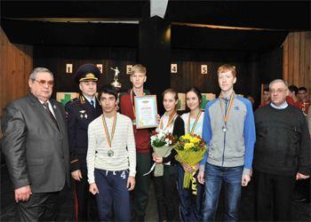 В Ростове-на-Дону для учащихся из полицейских классов провели соревнования по стрельбе
