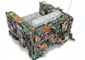 Дизайнер из США изобрел мебель из старых компьютеров