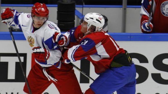 Молодые российские хоккеисты уступили финнам на ЧМ в Швеции