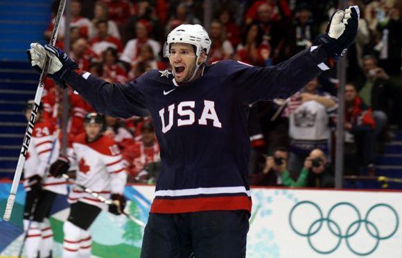 В хоккейную сборную США пригласили канадца-пенсионера
