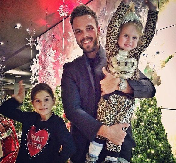 Бывший муж Анны Седаковой отдыхает с ее дочерьми в Майами