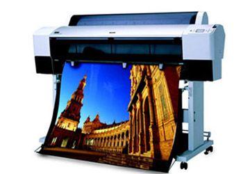 Популярным методом изготовления наружной рекламы считается печать плакатов на пленке