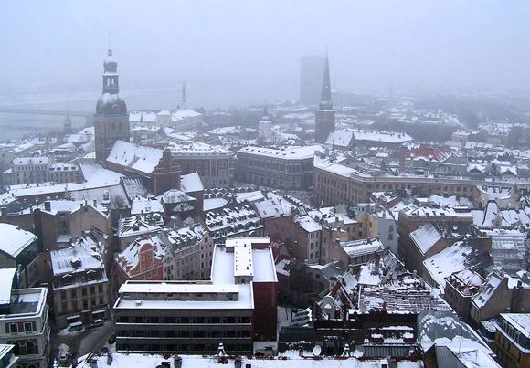 В латвийской столице на женщину набросились за то, что она говорила по-русски