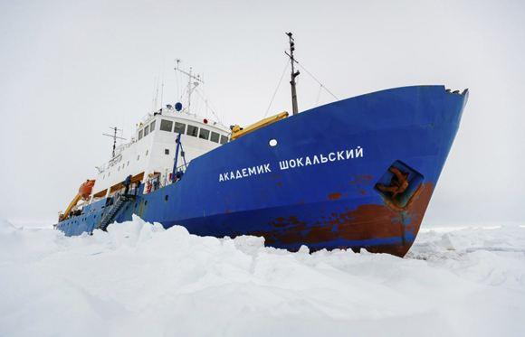 «Академик Шокальский» выбрался изо льдов