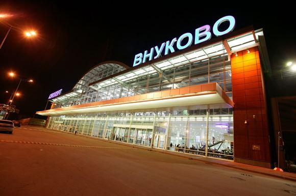 Два московских аэропорта запретили проносить на борт самолета жидкости