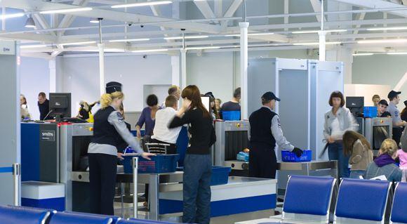 Российским пассажирам полностью запретили проносить на борт самолетов жидкости