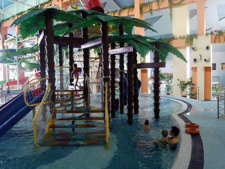 В аквапарке Водопад чудес города Магнитогорска много забав для ребятни