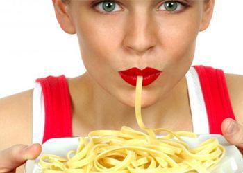 Употребление макарон и белого хлеба негативно сказывается на здоровье женщины
