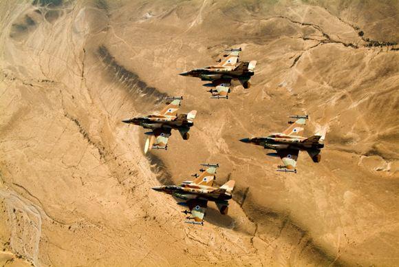 Израильские военные ударили по сектору Газа в ответ на агрессию со стороны боевиков