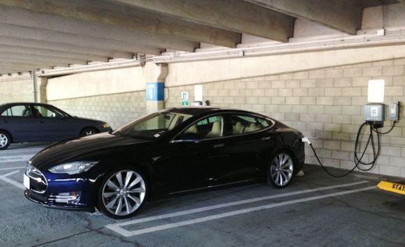 У электрокара Tesla Model S обнаружился дефект адаптера для зарядки
