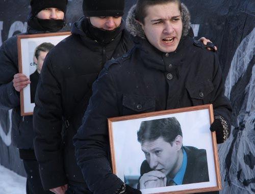 В столице началась антифашисткая акция в память о Маркелове и Бабуровой