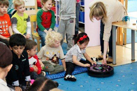Даже ребёнок может управлять роботом-пылесосом