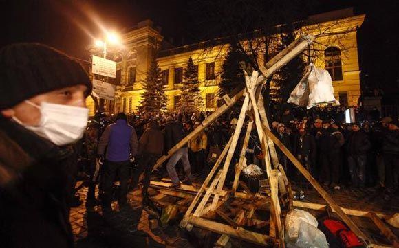 Бойцы «Беркута» сломали катапульту на улице Грушевского